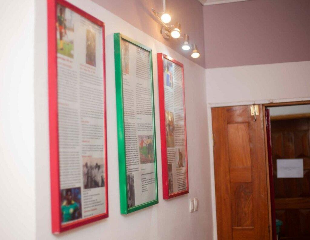 Couloirs du siège. Images de presse avec anciennes gloires